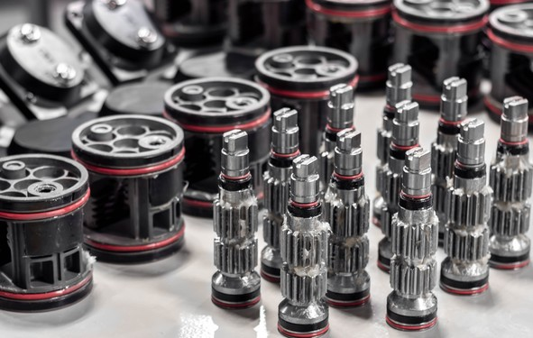 PINIONS WITH PISTONS